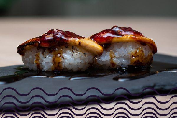 Nigiri de foie al fuego con mermelada de frutos rojos