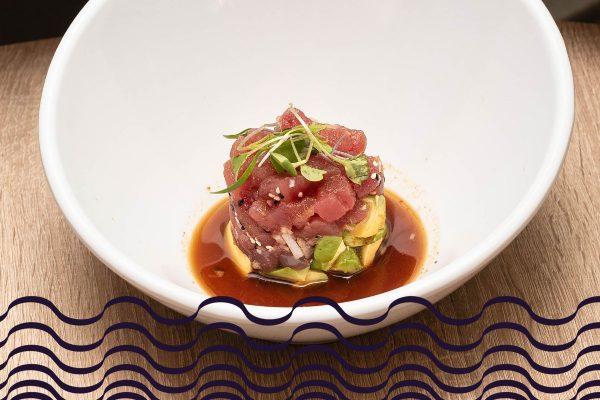 Tartar de atún rojo, aguacate y salsa de soja