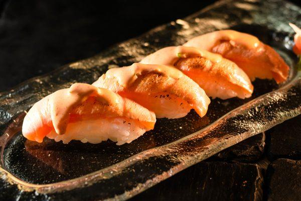 Nigiri salmón flambeado MACAO