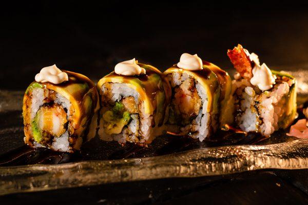 Sushi roll de tempura de langostino MACAO