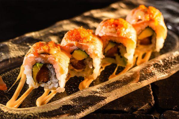 Sushi roll de salmón y aguacate MACAO